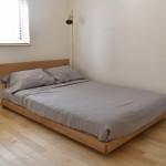無垢材のベッドフレーム